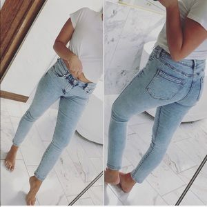 LIMITED TIME! Light wash jeans